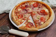 Egyszerű pizzatészta Recept képpel - Mindmegette.hu - Receptek Taco Pizza, Hawaiian Pizza, Winter Food, Meat Recipes, Vegetable Pizza, Bacon, Pasta, Cheese, Dinner