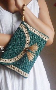 Knitting Crochet Clutch ~ I don't know about the knitted parts.I'll have to convert ti crochet. Crochet Diy, Love Crochet, Beautiful Crochet, Crochet Crafts, Crochet Hooks, Crochet Projects, Simple Crochet, Crochet Ideas, Crochet Handbags