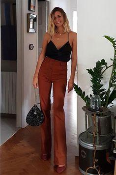 A calça de cintura alta com o cami top é uma ótima opção para os dias quentes.