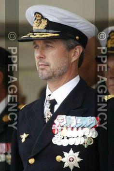 Frederik de Danemark préside les cérémonies officielles de la Journée du Drapeau