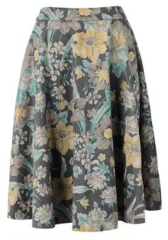 Skirts make you more feminity and will attract more attention, let alone such one with floral printing and ruching. The fabric keeps you warm even in cold autumn! Get more choices at Cupshe.com!