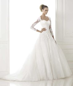 Pronovias presents the wedding dress Bour. Glamour 2015. | Pronovias