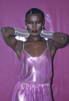 disco Grace Jones in 1978 Grace Jones, Jones Jones, 70s Fashion, Fashion News, Vintage Fashion, Studio 54 Fashion, 1970s Disco Fashion, Jones Fashion, College Fashion
