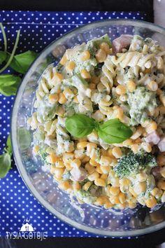 Sałatka makaronowa z brokułem | Tysia Gotuje blog kulinarny Polish Recipes, Penne, Pasta Salad, Cantaloupe, Grilling, Food And Drink, Healthy Recipes, Fruit, Vegetables