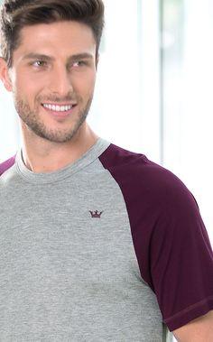 AUSTIN. MIXTE MEN´S ESSENTIALS. Conjunto de Modal com Lycra composto por blusa com manga raglan com combinações de cores. Bordado de coroa masculina aplicado na blusa e bermuda com braguilha.