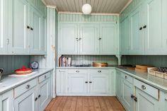 Bakers Kitchen, Old Kitchen, Kitchen Sets, Vintage Kitchen, Kitchen Dining, Kitchen Decor, Kitchen Cabinets, Vintage Farmhouse, Cottage Kitchens