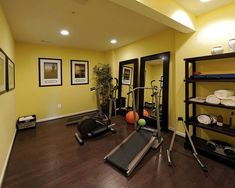 I don't really like yellow much, but I like the brightness it brings to the room. I read that yellow is good for workouts rooms because it tends to promote activity and raise people's blood pressure and body temperature.