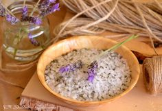 """Sal aromática """"Provenza"""". Es la sal marina natural, delicadamente perfumada con aceite de lavanda. Con esta sal llenaremos los saquitos de tela para perfumar vuestra boda! Detalles de invitados."""