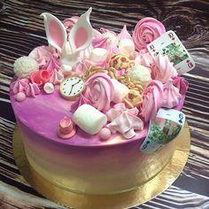 У меня была задача сделать легкий и воздушный торт, с объемным дэкором и мастичными деталями из мультфильма! По моему-удалось! 🙊сама скромность))) #тортыназаказялта#детскийпраздник#деньрождения#свадьба#семья#тематическаявечеринка#кэндибар#сладкийстол#тортыназаказ#кондитерскиеизделия