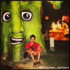 a tree in back me it's funny !!! stylist colorfull , amazing place , romantic , at #BNS #jatim #Malang last year ago