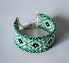 http://www.alittlemarket.com/bracelet/bracelet_tisse_miyuki_noir_vert_emeraude_-5797009.html
