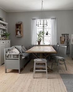 Farmhouse Interior, Interior And Exterior, Dining Room, Dining Table, Red Cottage, Beautiful Interiors, Outdoor Furniture Sets, Sweet Home, Indoor