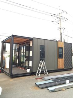 This is a farm and small villa house Shipping Container Home Designs, Container House Design, Modular Housing, Modular Homes, Shed Homes, Prefab Homes, Tiny Apartment Decorating, Small Villa, House Cladding