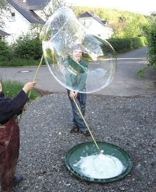 Needle Magic: Giant Bubbles, now with recipe - Loveety Crafts To Do, Crafts For Kids, Diy Crafts, Diy For Kids, Cool Kids, Giant Bubbles, Bubble Wands, Soap Bubbles, Happy Kids