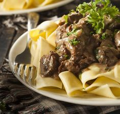 Homemade Hearty Beef Stroganoff made in the crockpot. Homemade Hearty Beef Stroganoff made in the crockpot. Homemade Hearty Beef Stroganoff made in the crockpot. Ww Recipes, Slow Cooker Recipes, Crockpot Recipes, Cooking Recipes, Cooking Tips, Dessert Recipes, Healthy Recipes, Venison Stroganoff, Slow Cooker Beef Stroganoff Recipe