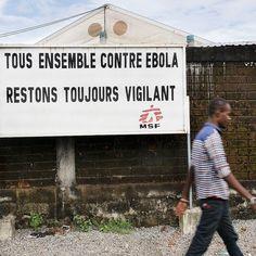 Extérieur de la clinique à Nongo. Plus de 2.5 ans après la plus importante épidémie d'Ebola, MSF s'apprête à fermer ses derniers projets dédiés aux survivants d'Ebola en Guinée, Sierra Leone et Liberia. _________ #MSF #Ebola #Nongo #Guinée #Epidémie _________ Photo © Albert Masias/MSF