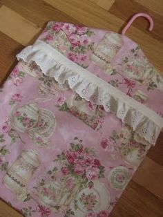HOMEMAKING DREAMS: Darning, Adult Bibs and Clothespin Bags....