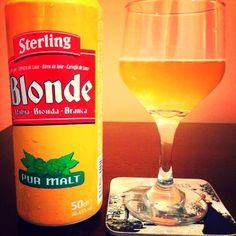Cerveja Sterling Blonde Pur Malte, estilo Premium American Lager, produzida por Moulins d'Ascq, França. 4.5% ABV de álcool.