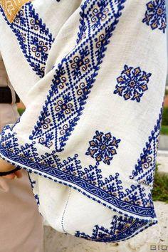 (5) Kot Vyacheslav - Фото з мережі. Румунія. #вишитасорочка #вишивка... Embroidery Motifs, Embroidery Fashion, Cross Stitch Embroidery, Embroidery Designs, Floral Embroidery, Cross Stitch Borders, Cross Stitching, Cross Stitch Patterns, Motifs Textiles