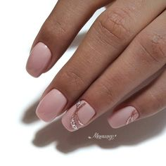 Top Trends 100 Classy Manicure Nails To Try Chic And Modern Nail Art Designs Ideas Nail art ideas are all amazing and funky however once you got to visit work each day, most of them aren't appropriate as numerous dress codes dictate even thi Chic Nail Art, Chic Nails, Classy Nails, Stylish Nails, Gold Nail Designs, Elegant Nail Designs, Nude Nails, Pink Nails, Color Block Nails