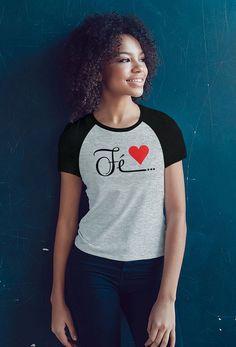 Camiseta Raglan Fé Diy Camisa, Tees For Women, Christian Shirts, Sewing For Beginners, Cool Tees, Branded T Shirts, Shirt Designs, Women Wear, Casual