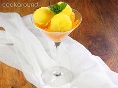Gelato all'arancia | Cookaround  Video ricetta del gelato all'arancia, splendida messa in tavola di questo frutto delizioso e colorato, che risplende dei colori del sole e regala una pausa di freschezza e gusto in ogni momento della giornata