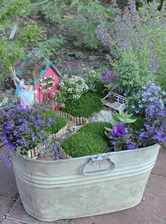 How to Recycle: Miniature Garden Designs