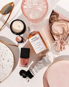 Chanel beauty, gold jewellery, glossier essentials, Charlotte tilbury make-up. Beauty guide for the holidays. Every eyeshadow a girl needs in her make-up bag. Prom Makeup Looks, Fall Makeup Looks, Glam Makeup, Beauty Makeup, Eye Makeup, Drugstore Makeup, Beauty Vanity, Sephora Makeup, Huda Beauty