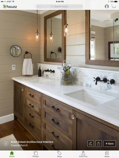 Beautiful bathroom decor tips. Modern Farmhouse, Rustic Modern, Classic, light and airy bathroom design suggestions. Bathroom makeover ideas and bathroom renovation some ideas. Bad Inspiration, Bathroom Inspiration, Ideas Baños, Decor Ideas, Decorating Ideas, Interior Decorating, Cabinet Top Decorating, Decorating Websites, Wood Ideas