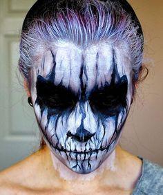 Le maquillage, quand il s'agit d'aller chanter des conneries dans un stade, c'est à la portée de tout le monde. Mais quand il faut se faire tout beau pour Halloween, ça demande un peu de boulot. Si vo