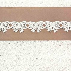 This is a versatile lace suitable for use with any fabric, to decorate or add a finishing touch. White Lace, Diamond, Fabric, Wedding, Clothes, Jewelry, Tejido, Valentines Day Weddings, Outfits