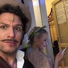 Marcsa kinek írogat SMS-t??? Miska féltékeny!!! 😡😡😡 😀😀😀 #pellerkaroly #pelleranna #operett #operettszinhaz #magnasmiska #marcsa #miska