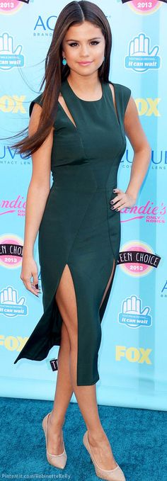 SELENA GOMEZ looking fabulous in Cushnie et Ochs Teal Dress    12      4