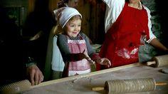 """Princess Victoria su Twitter: """"It's snowing flour for Princess Estelle ⛄️ https://t.co/sZdl2Lb6he"""""""