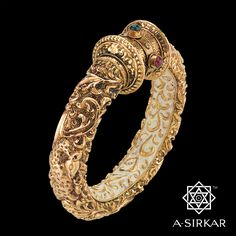 How To Clean Gold Jewelry With Vinegar Gold Temple Jewellery, India Jewelry, Gold Jewelry, Jewelery, Kundan Bangles, Gold Bangles, Or Antique, Antique Jewelry, Cute Jewelry