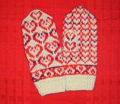 Sydänlapaset. Ohje Pitsiä ja palmikoita -blogista: http://web.archive.org/web/20120126161846/http://palmikoita.vuodatus.net/page/heartmittens