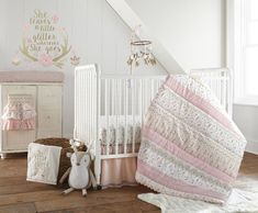 The Levtex Baby Delia 5 Piece Crib Bedding Set is a Babies R Us exclusive! This Blush and Gold Set features a variety of Woodland themed patterns, artistically pieced together to inspire the beauty of the great outdoors. Girl Crib Bedding Sets, Baby Crib Sheets, Girl Cribs, Crib Sets, Nursery Bedding, Baby Cribs, Levtex Baby, Baby Nursery Organization, Gold Nursery