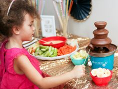 Try a chocolate fondue fountain with @chiquitabrands Bites for a kid-friendly #NYE.