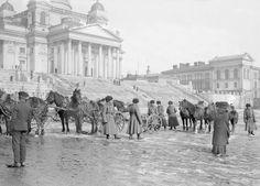 Helsinki in the late Century – Amazing and Rare Photos of Everyday Life in the Capital of Finland in the Russian soldiers on Helsinki Senate Square Helsinki, Rare Photos, Old Photos, History Of Finland, Map Pictures, Vintage Pictures, Historia Universal, Scandinavian Countries, History Of Photography