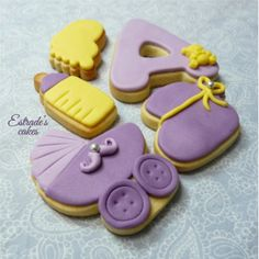 Estrade's cakes: galletas para bebé en tonos lilas y amarillo, con fondant