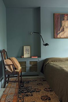 Oval Room Blue by Farrow Ball; Brooklyn Brownstone rehab by Billy Cotton Oval Room Blue, Blue Rooms, Home Bedroom, Bedroom Wall, Bedroom Decor, Wall Decor, Brooklyn Brownstone, Cheap Home Decor, Home Decor Accessories