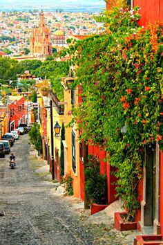 Colourful Street overlooking the beautiful panorama in San Miguel de Allende, Guanajuato, Mexico Places Around The World, Oh The Places You'll Go, Travel Around The World, Cool Places To Visit, Places To Travel, Travel Destinations, Around The Worlds, Beautiful World, Beautiful Places