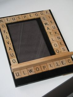Scrabble Picture Frame could leave randilom letters or put words in it