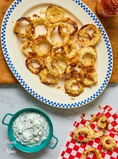 Crispy breadcrumbed onion rings served with a delicious garlic and chive yogurt dip; the perfect side dish for diet plans like Weight Watchers Slimming Eats, Slimming World Recipes, Onion Rings, Rustic Potatoes, Nom Nom, Garlic, Pinch Of Nom, Healthy Body Weight