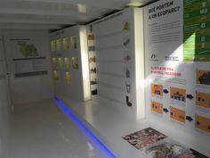 Interior de la exposición itinerante Container Club del Consorci Ribera i Valldigna para la información y el fomento del uso de sus ecoparques.  http://www.facebook.com/ElContainerClub