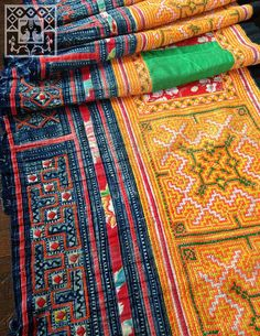 Vintage Hmong tissu Batik fait main cross stitch jupe Textile / traditionnel Serviettage