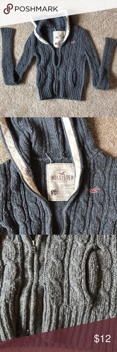 Hollister Sweater Super cute and warm Hollister sweater. Size XS Hollister Sweaters