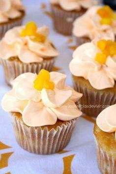 Las delicias del buen vivir: Cupcakes de melocotón y uso de la punta 124 Wilton para decorar cupcake
