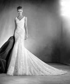 ATELIER PRONOVIAS 2017 Modelo ELAIA Espectacular vestido de novia de estilo sirena, con escote en V en hombros y espalda. Un modelo romántico que dibuja la silueta de la novia con delicados motivos de encaje y chantilly aplicados por todo su cuerpo.
