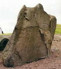 """""""ogam: nombre conectado tradicionalmente con el de un personaje de las leyendas irlandesas llamado Ogam, del que se decía que había inventado el «ogam» o alfabeto secreto que sólo conocían los iniciados, entre ellos los druidas. También recibe este nombre un alfabeto de 20 caracteres utilizado por los antiguos habitantes de Bretaña e Irlanda. En este alfabeto las letras se representaban mediante trazos verticales u horizontales."""" De Stephen R. Lawhead, """"Ciclo Pendragón 01. Taliesin"""""""
